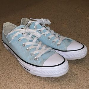 Baby blue converse woman's size 8 (US)